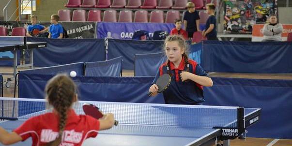 Впервом туре командного первенства Беларуси среди юношей идевушек понастольному  теннису победила могилевская команда