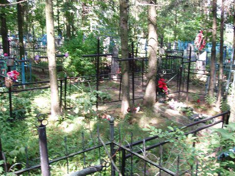 Вплотную расположенные индивидуальные могилы (Ново-Пашковское кладбище)