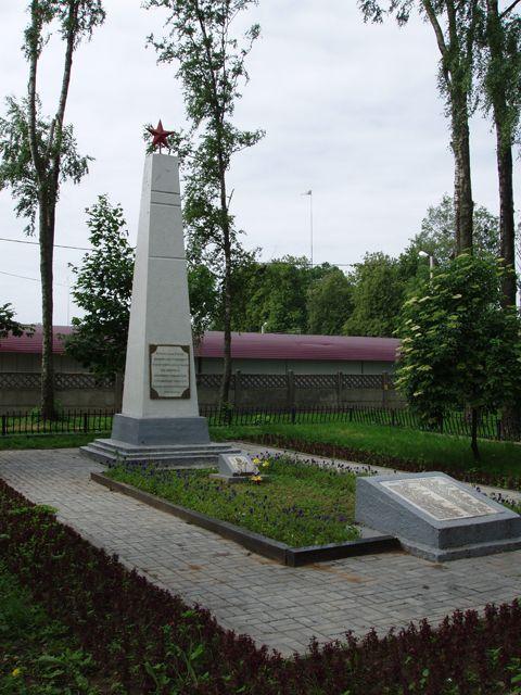 Братская могила (территория, прилегающая к Виленскому рынку)