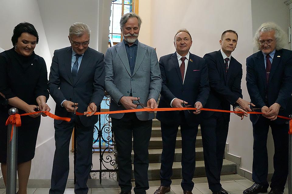 Выставка картин Виктора Альшевского открылась вмузее Павла Масленикова