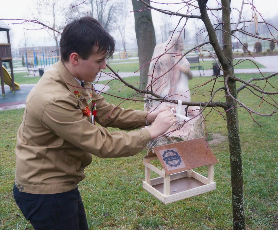 «Столовая» для пернатых появилась вмогилевском парке вПодниколье