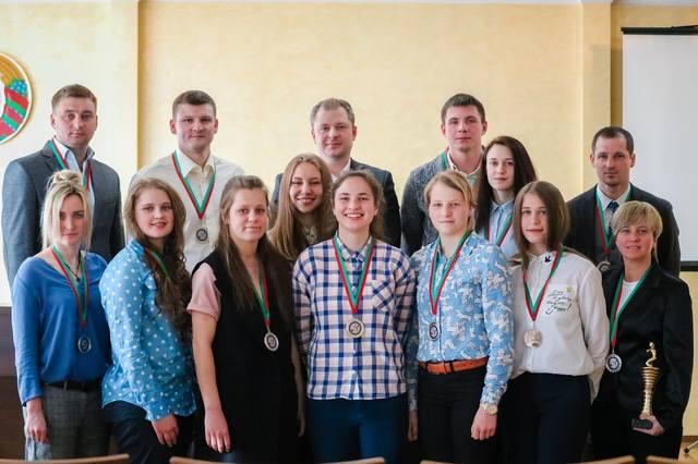 Могилёвская «Надежда» награждена серебряными медалями чемпионата Беларуси помини-футболу