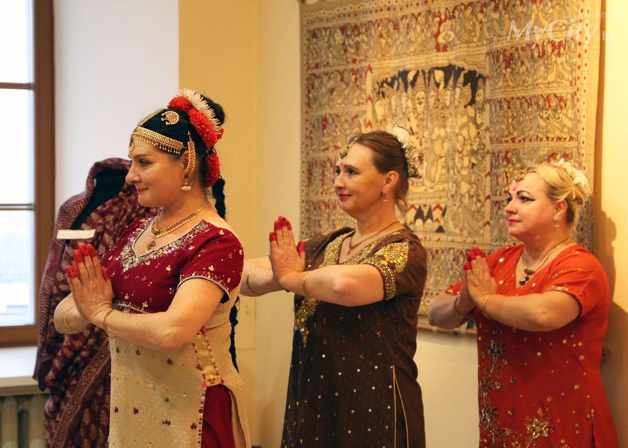 Ковры, подушки, сари: вМогилеве открылась выставка художественного индийского текстиля