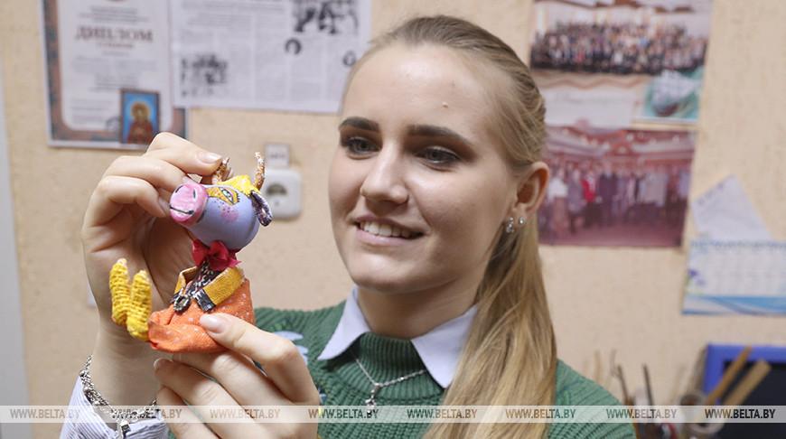Учащиеся Могилевского экономического колледжа планируют сделать более 6тыс. новогодних сувениров
