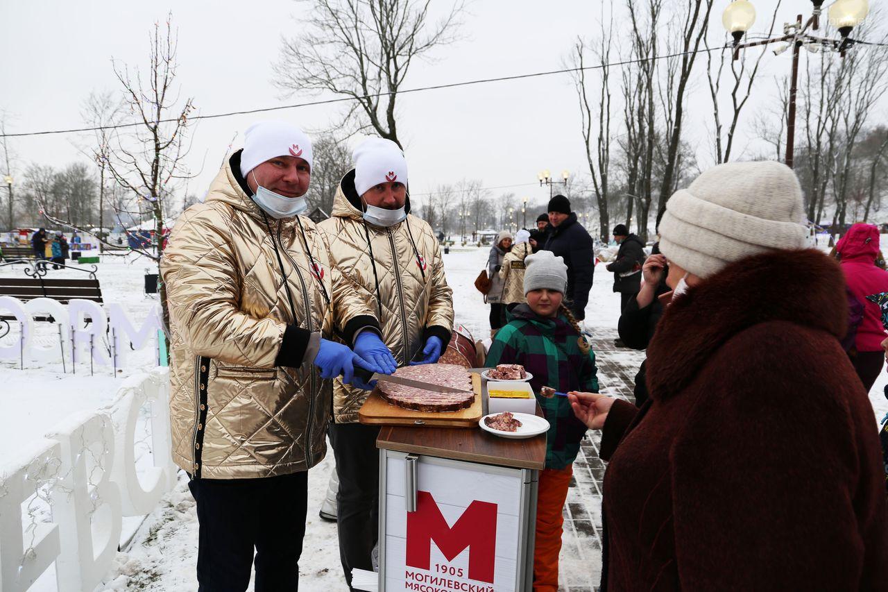 """""""Рождества волшебные мгновения"""": праздничные гуляния прошли вМогилеве"""