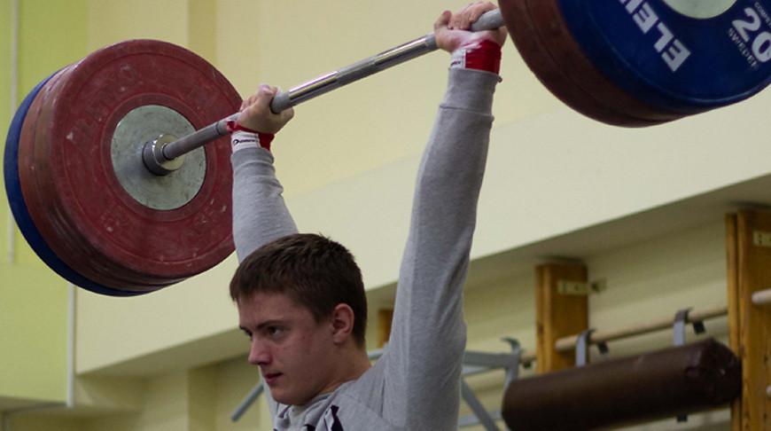 Могилевчанин выиграл малую бронзовую наградуЧЕ потяжелой атлетике