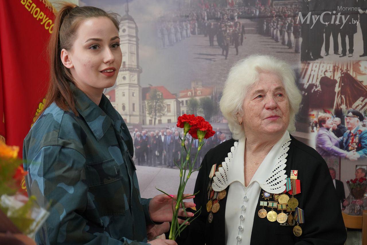 ВМогилеве сюбилеем торжественно поздравили блокадницу Елизавету Хомченко