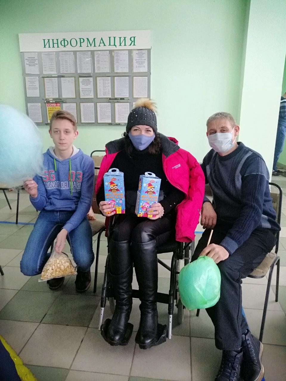 Концерт, подарки, внимание: в Могилеве для людей с ограниченными возможностями организовали «Рождественскую встречу»