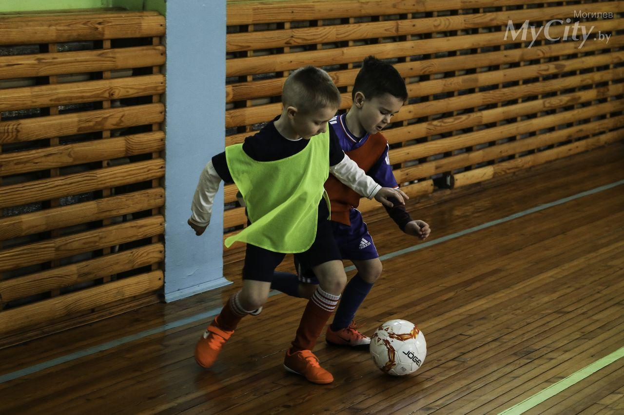 Могилевские воспитанники дошкольной секции «Азбука футбола» провели свой первый матч